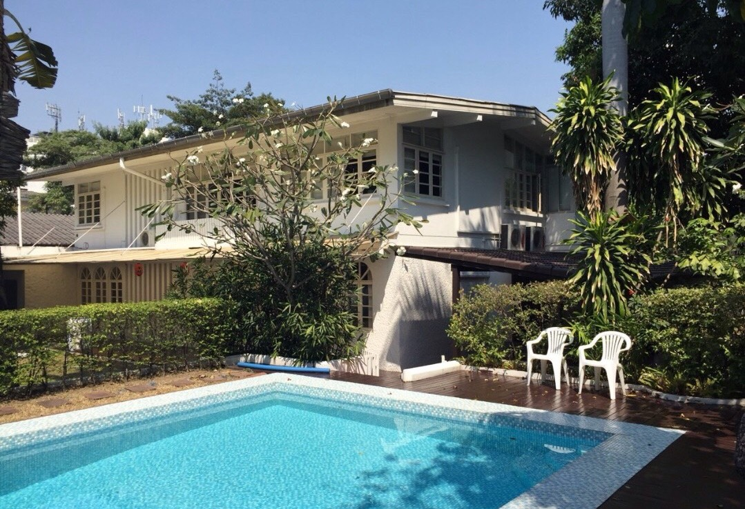 Land for sale with house and private pool