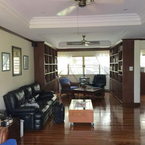 Pet friendly townhome for sale in Rama 9